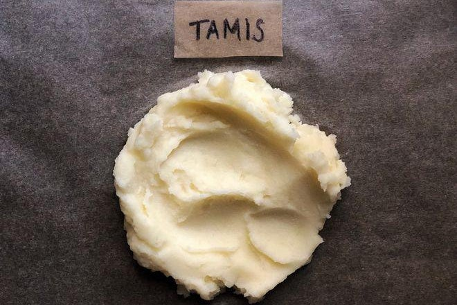 A dollop of mashed potatoes labeled Tamis.