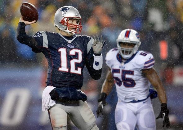 The New England Patriots' Tom Brady throws for a two-point conversion versus the Buffalo Bills