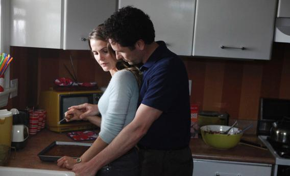 Keri Russell as Elizabeth Jennings and Matthew Rhys as Phillip Jennings.