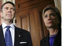 Sens. Bill Frist and Hillary Clinton. Click image to expand.