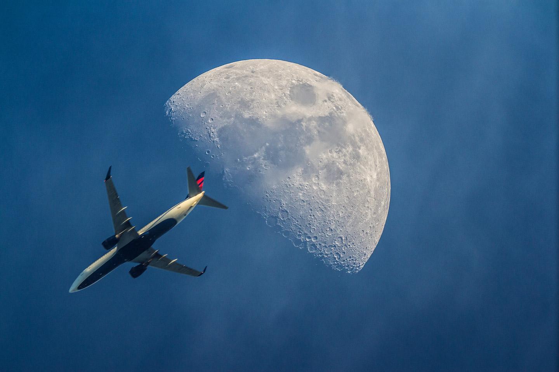 airplane Moon