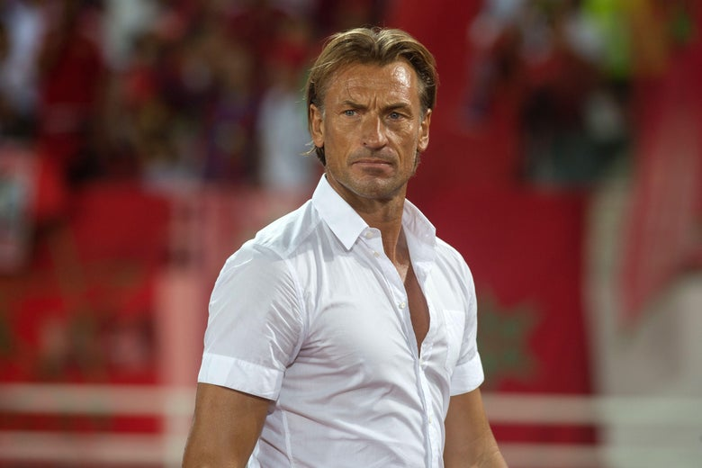 Morocco's coach Herve Renard watches the qualifying match Morocco vs Mali for the Fifa World Cup Russia 2018 on September 1, 2017 at the stadium 'Prince Moulay Abdellah' in Rabat. (Photo by FADEL SENNA / AFP)        (Photo credit should read FADEL SENNA/AFP/Getty Images)