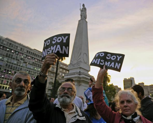 Crowds in Buenos Aires gather to pay tribute to prosecutor Alberto Nisman