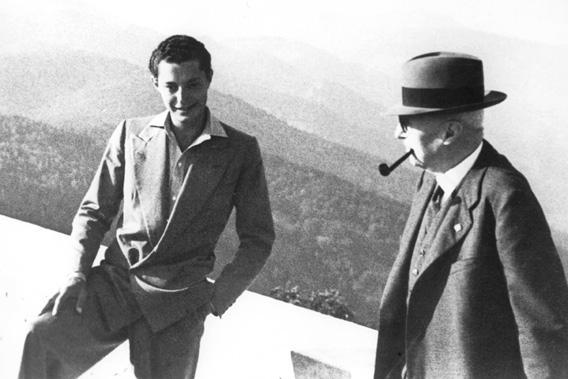 Giovanni Agnelli senior and Gianni Agnelli in 1940.