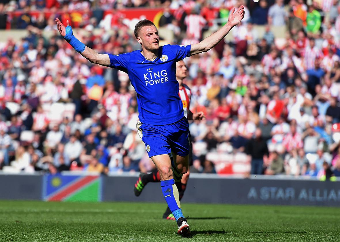 Jamie Vardy of Leicester City celebrates as he scores their second goal during the Barclays Premier League match between Sunderland and Leicester City at the Stadium of Light on April 10, 2016 in Sunderland, England.