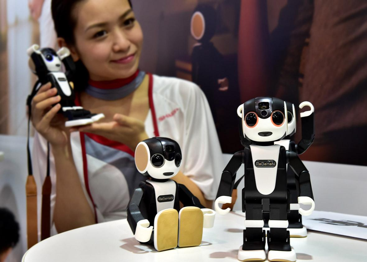 the humanoid robot shaped smartphone Robohon.