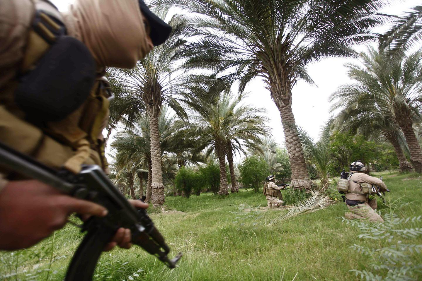 Iraqi security forces personnel take part in clashes with ISIS forces in Babel province south of Baghdad, April 2, 2014.
