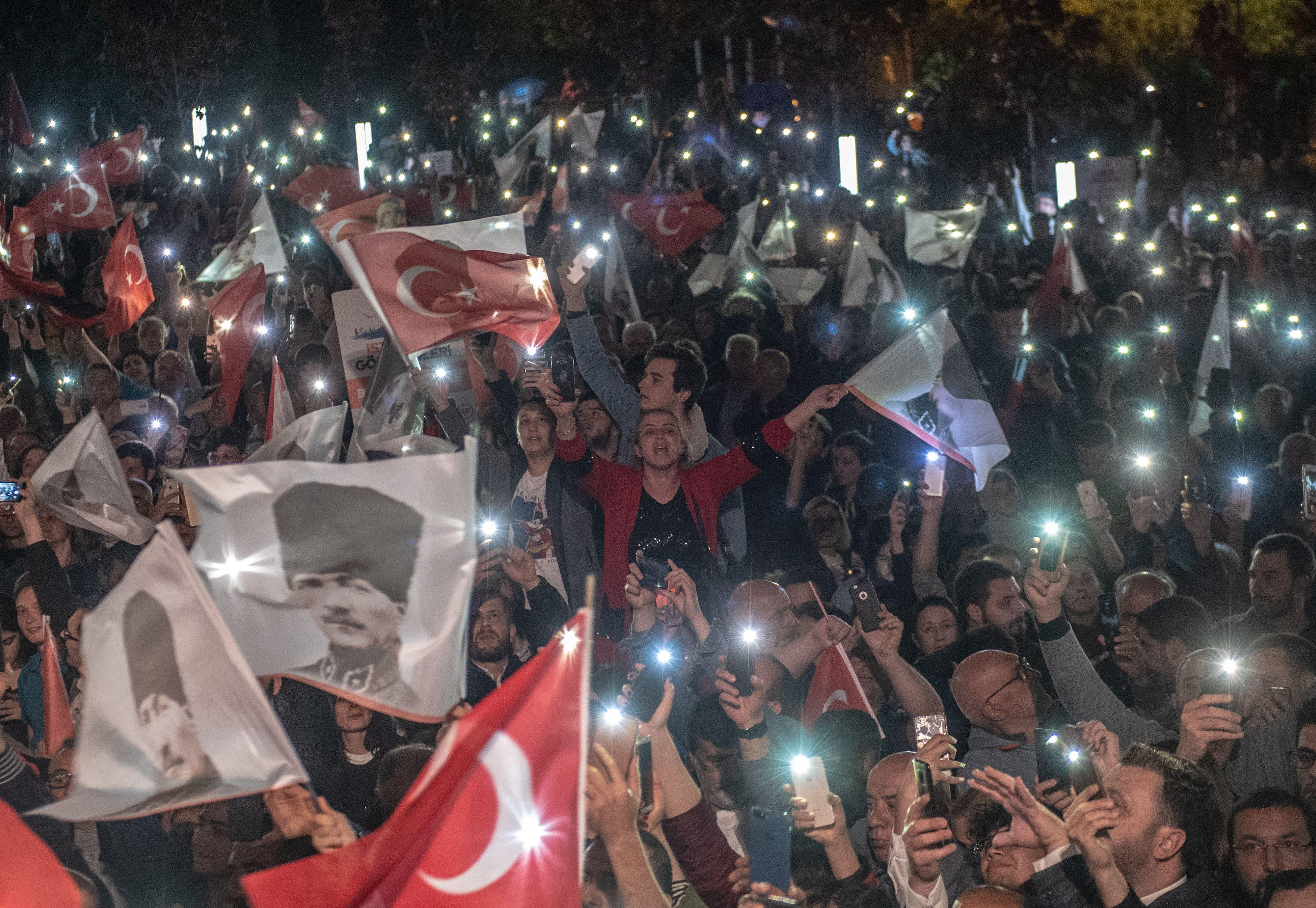 Supporters of Istanbul Mayor Ekrem Imamoglu wave flags in a protest against the re-run of Istanbul mayoral election in Istanbul, on May 6, 2019.