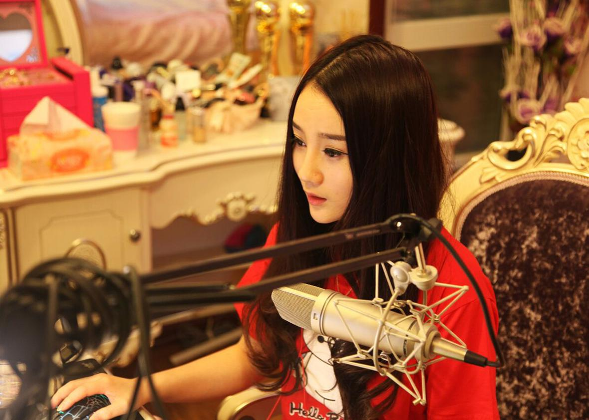 Shen Man, a popular live-streaming singer.