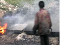 People from Bihar melting tar to pave roads