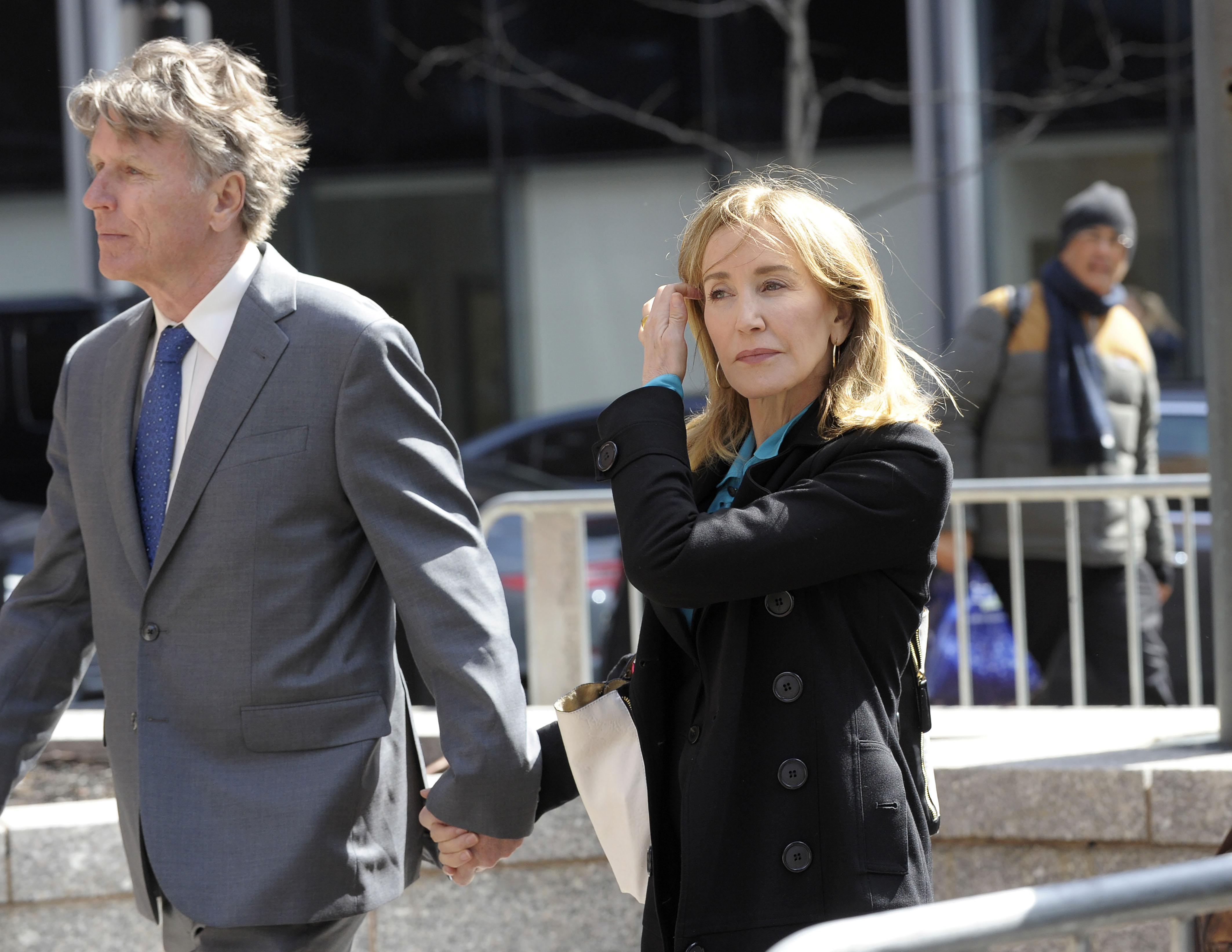 Actress Felicity Huffman enters the court to appear before Judge M. Page Kelley to face charge for allegedly conspiring to commit mail fraud and other charges in the college admissions scandal at the John Joseph Moakley United States Courthouse in Boston, Massachusetts on April 3, 2019. (Photo by Joseph Prezioso / AFP)        (Photo credit should read JOSEPH PREZIOSO/AFP/Getty Images)