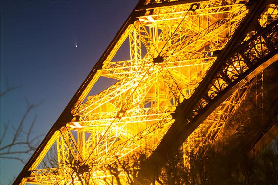 Comet and the Eiffel tower