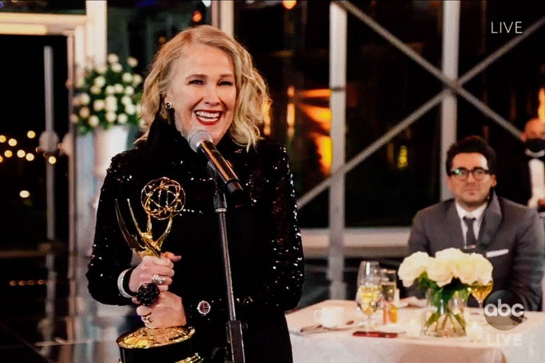 Catherine O'Hara accepts her Emmy Award.