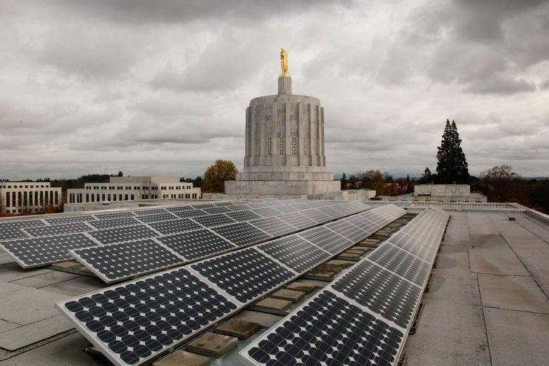 Several solar panels on the roof of the Oregon State Capitol building
