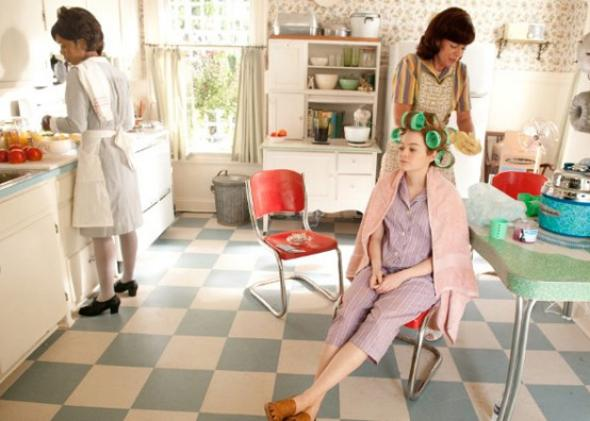 Allison Janney, Emma Stone and Roslyn Ruff in The Help.
