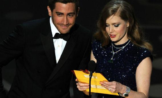 Jake Gyllenhaal and Amy Adams open an envelope at the Oscars.