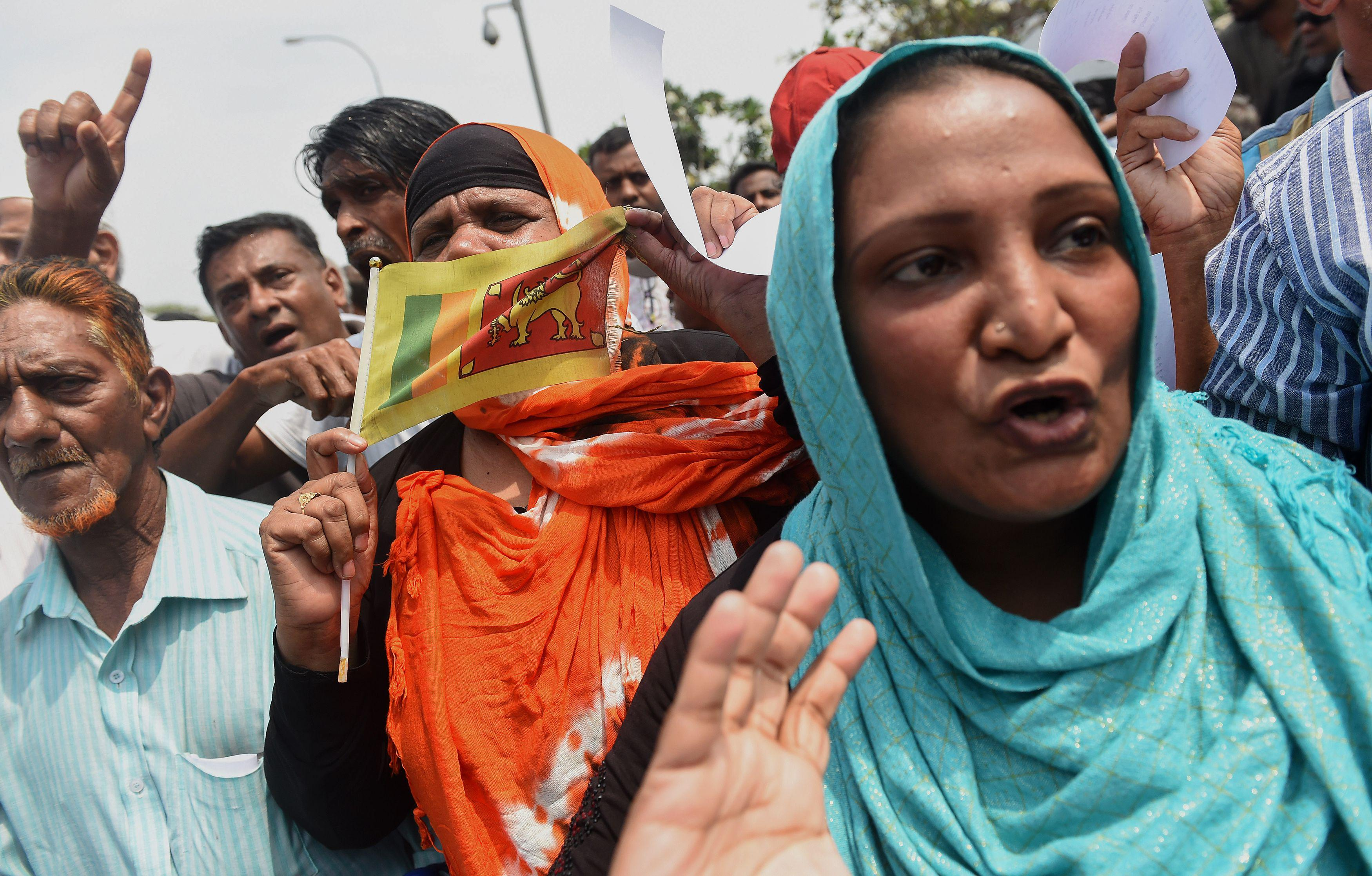 Members of the Purawasi Balaya group hold a rally calling for calm following violence in central Sri Lanka, in Colombo on March 8, 2018.A daytime curfew was relaxed on March 8 in the troubled Sri Lankan district of Kandy where three people were killed in anti-Muslim riots, but schools remained closed as beefed-up security forces patrolled the streets. More than 200 homes, businesses and vehicles were set ablaze during three days of violence sparked by the death of a man from the mainly Buddhist Sinhalese majority at the hands of a Muslim mob last week. / AFP PHOTO / ISHARA S. KODIKARA