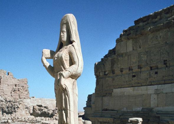 Statue of a Parthian princess, in Hatra, Iraq, pictured in 1977.