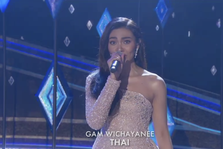 Gam Wichayanee sings from Frozen 2 in Thai at the Oscars.