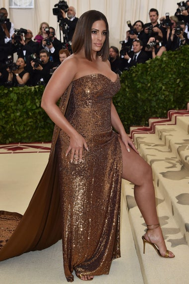 Ashley Graham arrive for the 2018 Met Gala on May 7, 2018, at the Metropolitan Museum of Art in New York. (Photo by Hector RETAMAL / AFP)        (Photo credit should read HECTOR RETAMAL/AFP/Getty Images)
