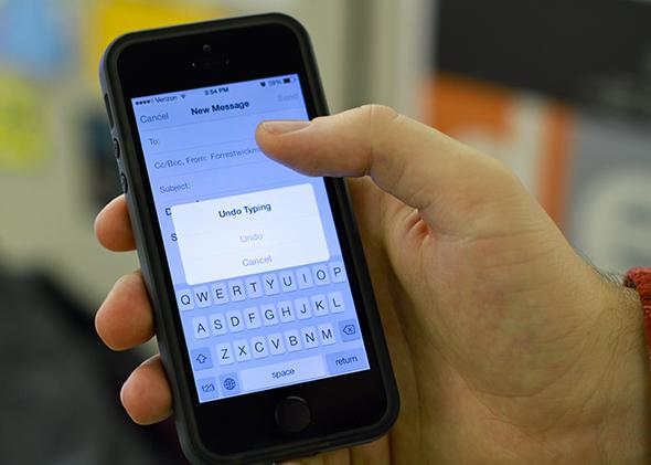 iPhone undo button: Undo typing, pasting, cutting, or deleting with