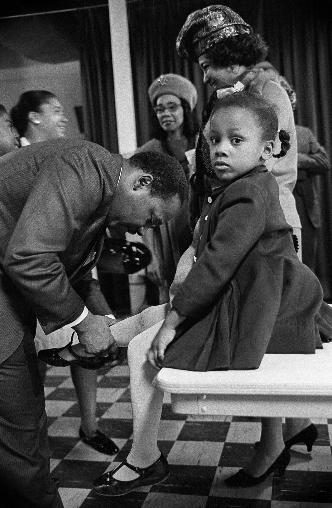 Dr. Martin Luther King,Jr. with his daughterBonnie at EbenezerBaptist Church. Atlanta,Georgia, February 1968.