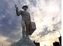 This 1996 Alison Saar statue salutes the arrival of Southern blacks in Chicago