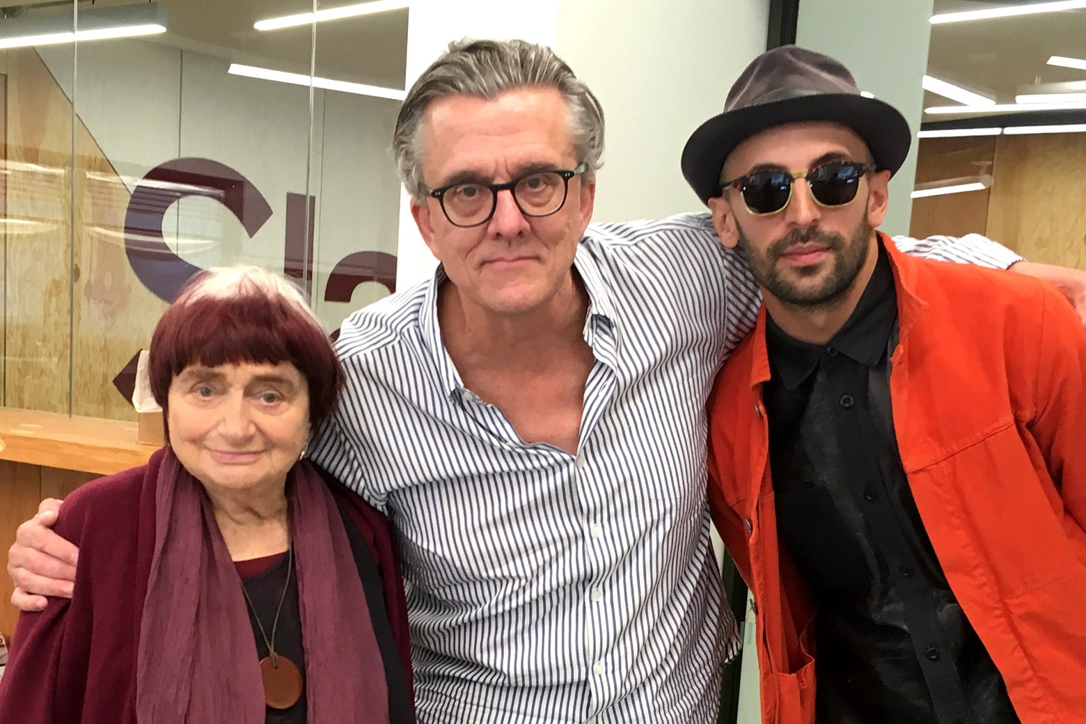 Agnès Varda poses with Kurt Andersen and JR at the Slate office in Brooklyn, New York, in 2017.