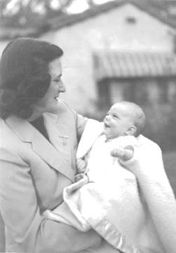 Loftus as a baby with her mother, who died 14 years later. Click image to expand.