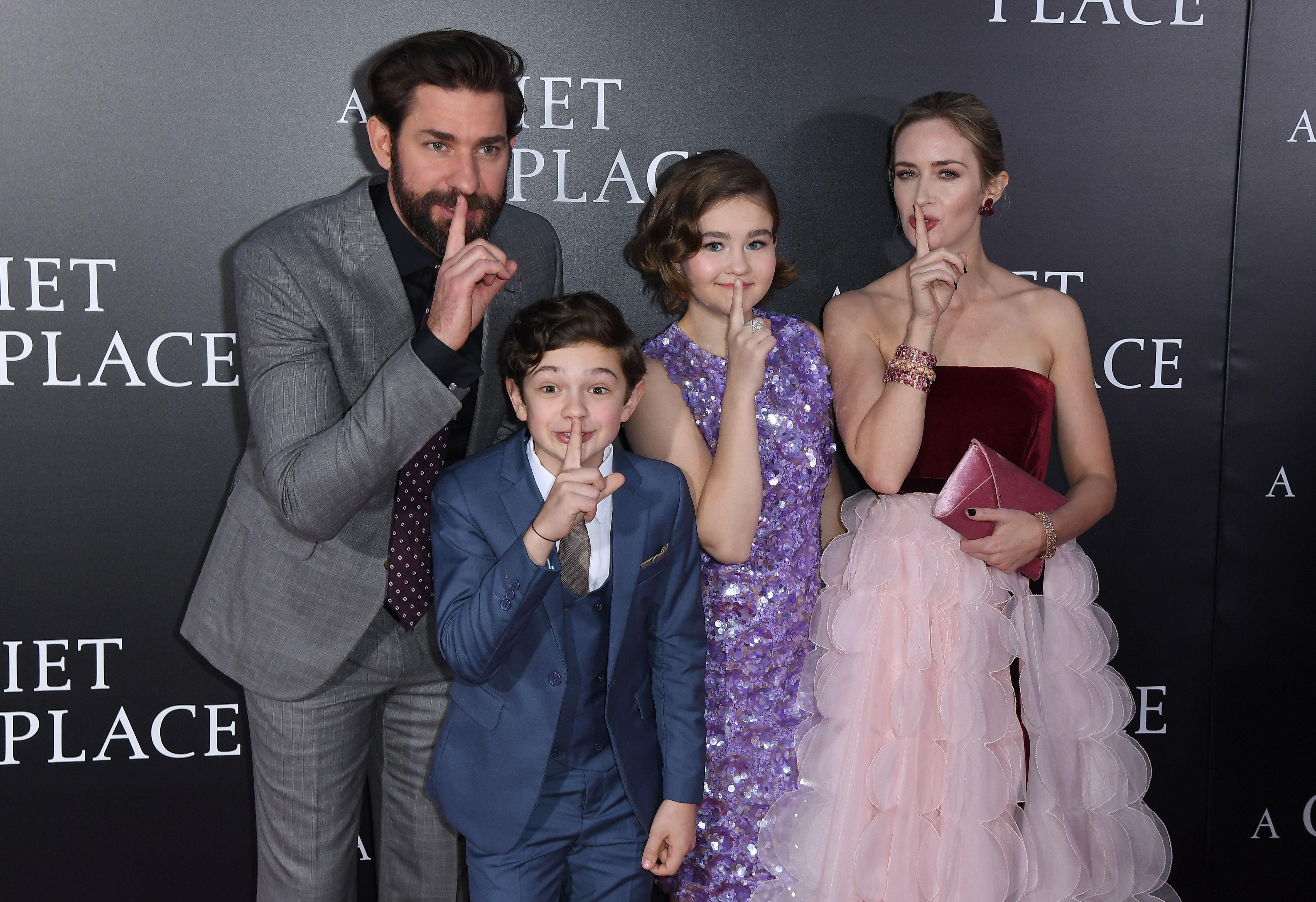 (L-R) John Krasinski, Noah Jupe, Millicent Simmonds and Emily Blunt attend the Paramount Pictures premiere for 'A Quiet Place' at AMC Lincoln Square Theater on April 2, 2018 in New York City. / AFP PHOTO / ANGELA WEISS        (Photo credit should read ANGELA WEISS/AFP/Getty Images)