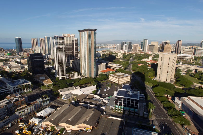 A morning view of the city of Honolulu, Hawaii is seen on January 13, 2018. Social media ignited on January 13, 2018 after apparent screenshots of cell phone emergency alerts warning of a 'ballistic missile threat inbound to Hawaii' began circulating, which US officials quickly dismissed as 'false.''Hawaii - this is a false alarm,' wrote Democratic Representative Tulsi Gabbard on Twitter. 'I have confirmed with officials there is no incoming missile.' The Hawaii Emergency Management Agency also confirmed there is 'NO missile threat to Hawaii.' US military spokesman David Benham said the US Pacific Command 'has detected no ballistic missile threat to Hawaii. Earlier message was sent in error,' adding that the US state would 'send out a correction message as soon as possible.' / AFP PHOTO / Eugene Tanner
