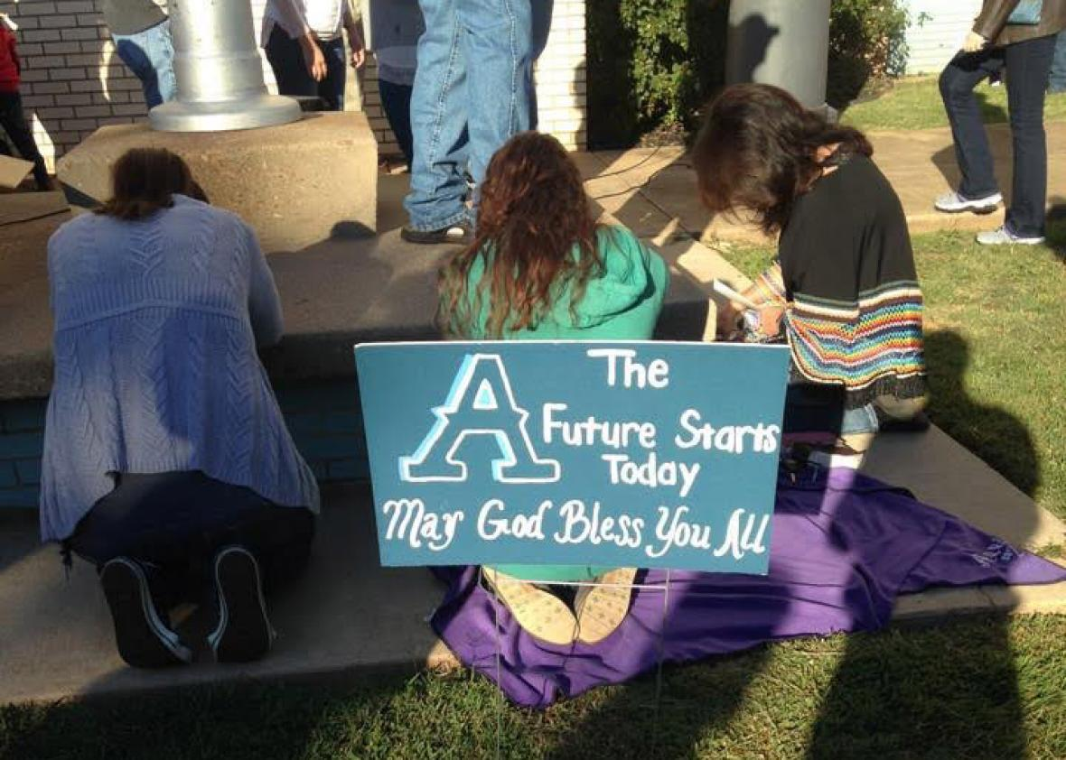 Airline High School students prayer rally.