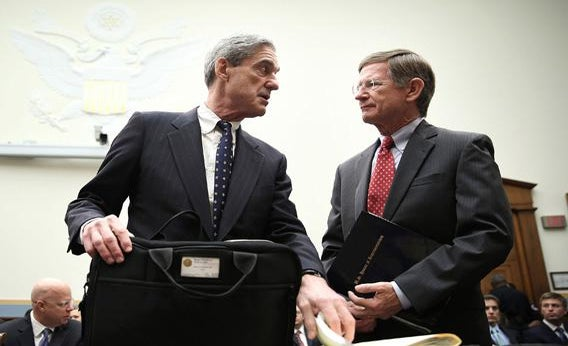 Federal Bureau of Investigation Director Robert Mueller (L) talks to Rep. Lamar Smith.