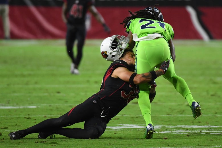 GLENDALE, AZ - NOVEMBER 09:  Free safety Tyrann Mathieu #32 of the Arizona Cardinals looses his helmet while making a tackle on J.D. McKissic #21 of the Seattle Seahawks in the first half at University of Phoenix Stadium on November 9, 2017 in Glendale, Arizona.  (Photo by Norm Hall/Getty Images)