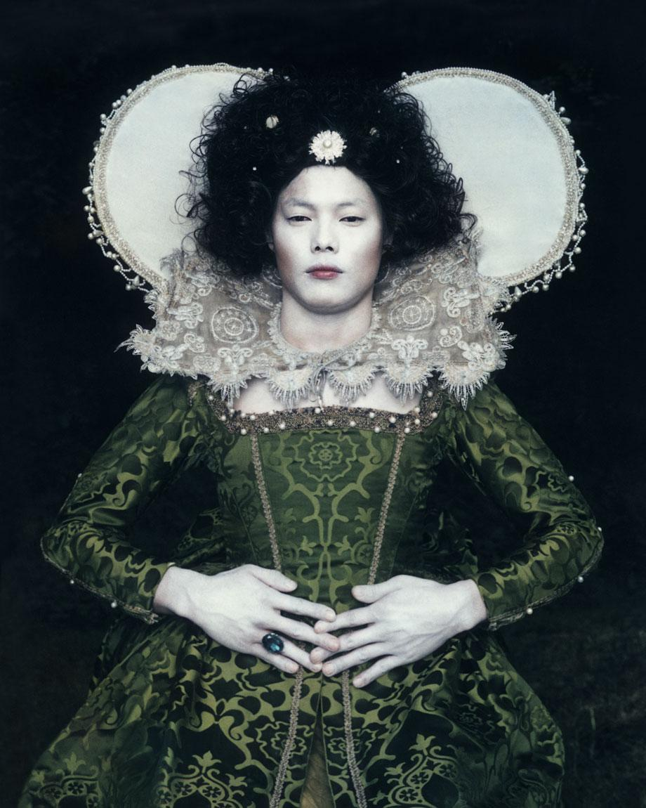 Existing in Costume. Elizabeth 100x80 cm C-Print, 2006