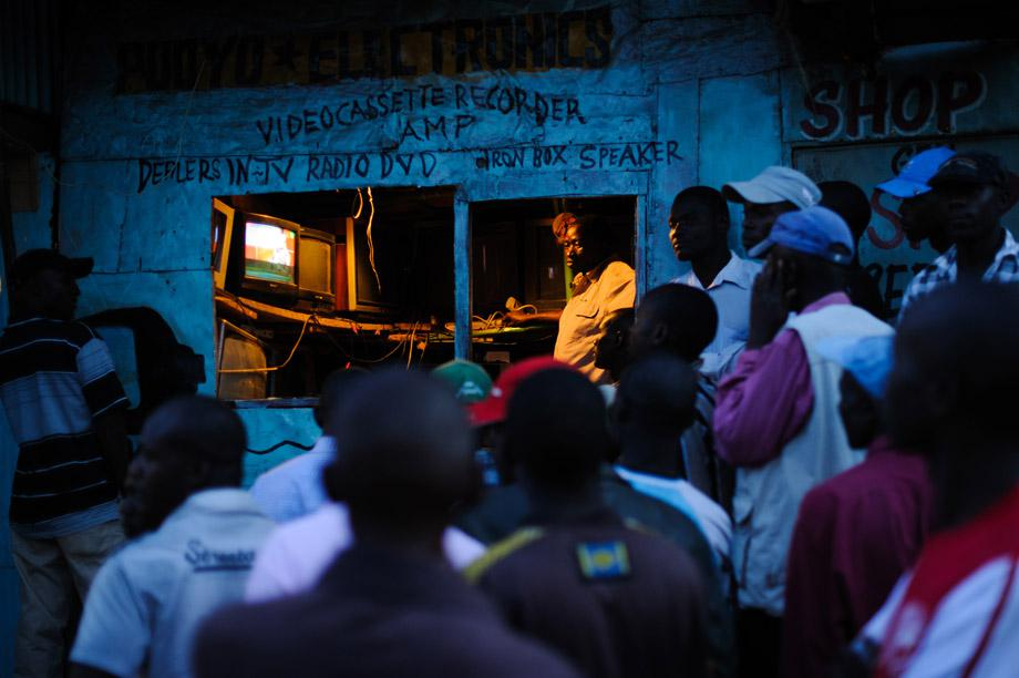 Men watch the incoming provisional election results on a television outside a shop in the Kibera slum of Nairobi, Kenya's capital, March 5, 2013. Kenya's deputy prime minister Uhuru Kenyatta, who faces an international crimes against humanity trial, took an initial lead in presidential elections today, the first since disputed polls five years ago sparked a wave of violence.