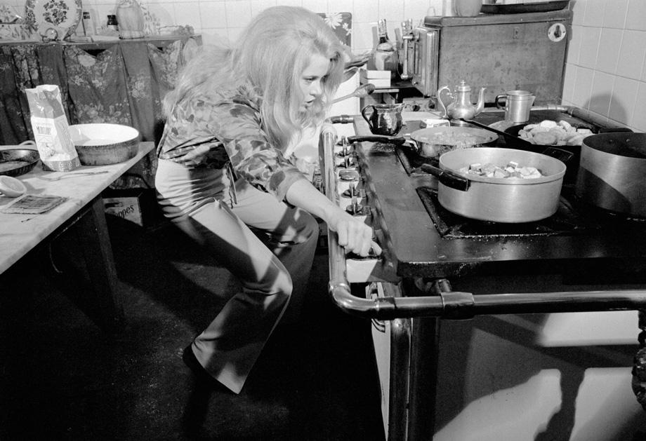 FRANCE. Jane Fonda in her kitchen. 1967.