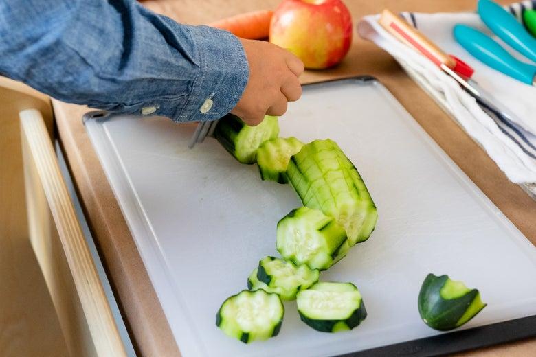 Joie Wavy Chopper cutting cucumber