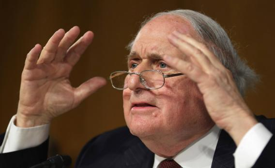 Carl Levin questions Apple senior executives about the company's offshore profit shifting.