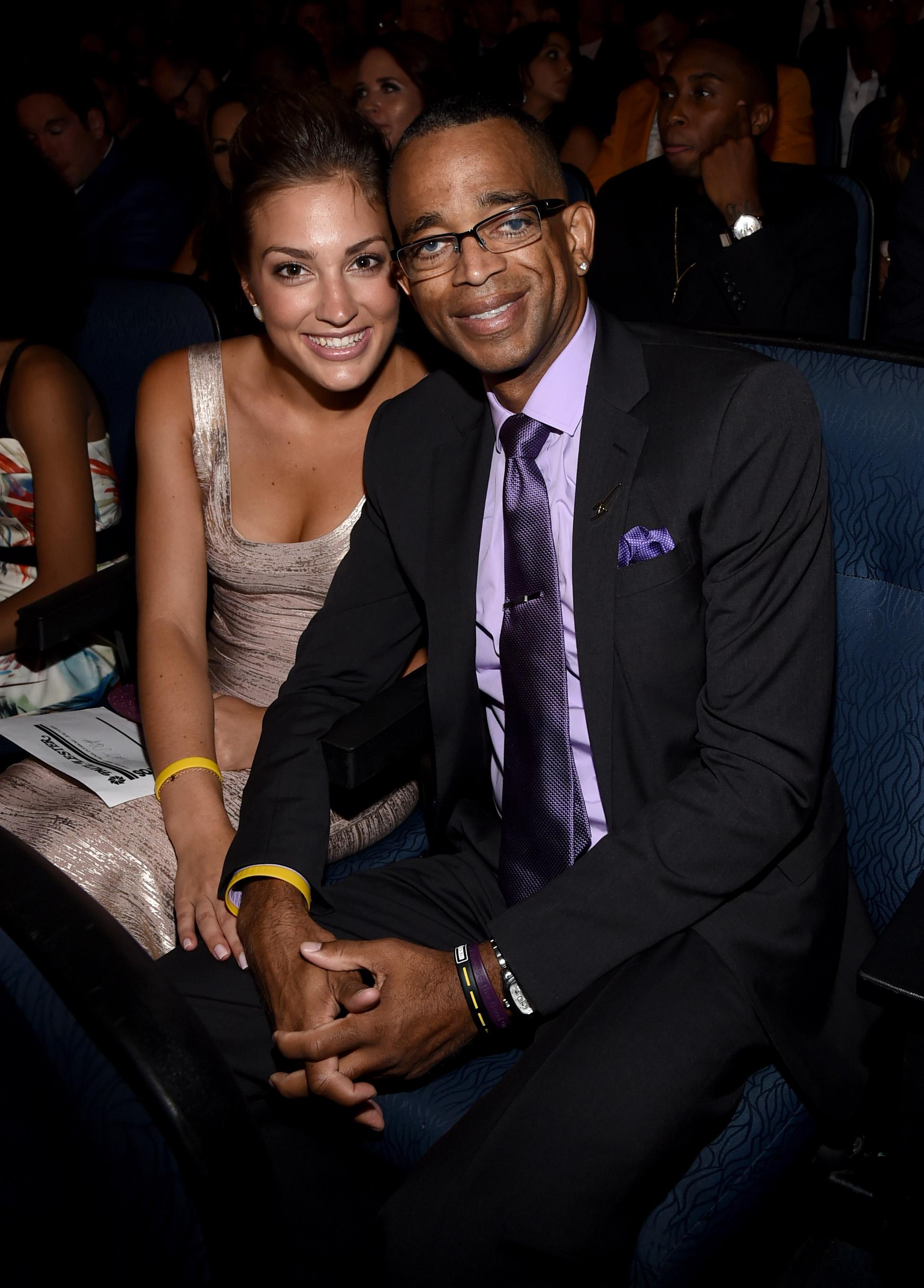 Stuart Scott Dead At 49 The Espn Broadcaster Paved The Way For A New Kind Of Black Voice In Sports Media