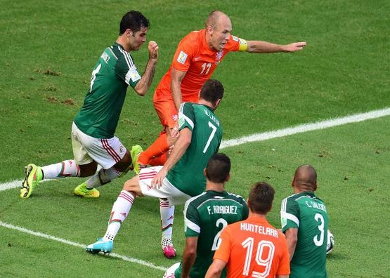 Dive of the Day: Robben Makes the Ultimate Sacrifice for the Netherlands