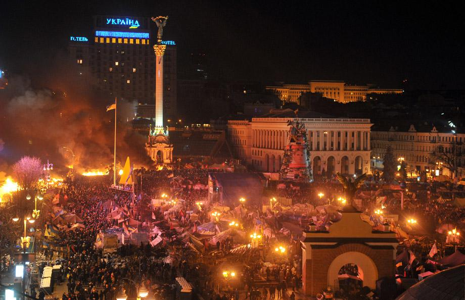 Protesters clash with the police during their storming of Independence Square in Kiev on Feb. 18, 2014Par7796570