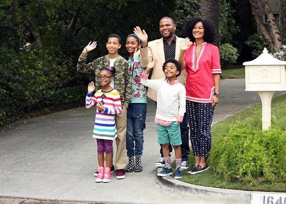 Anthony Anderson, Tracee Ellis Ross, Yara Shahidi, Marcus Scribner, Miles Brown and Marsai Martin in Black-ish.
