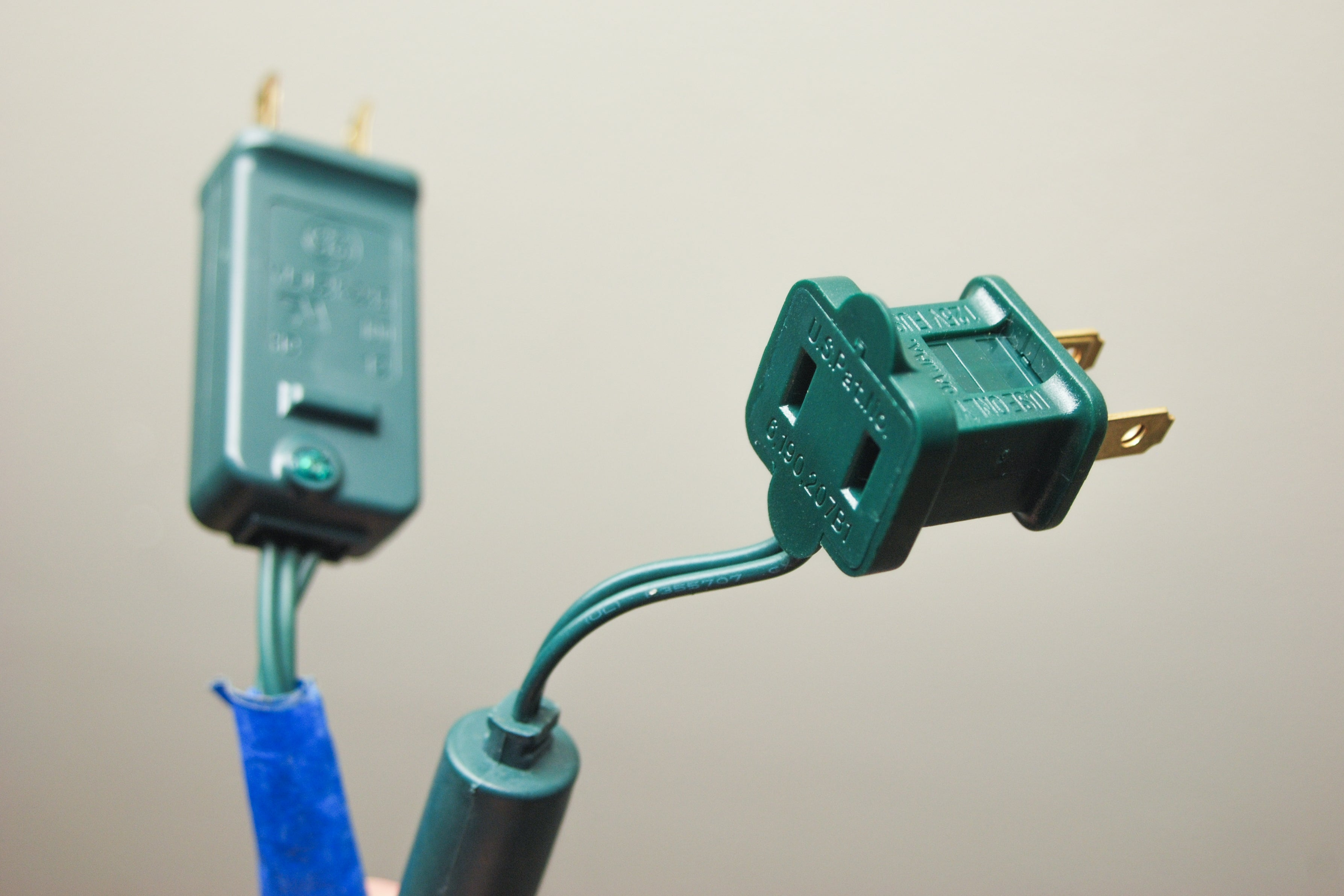 Christmas light plugs