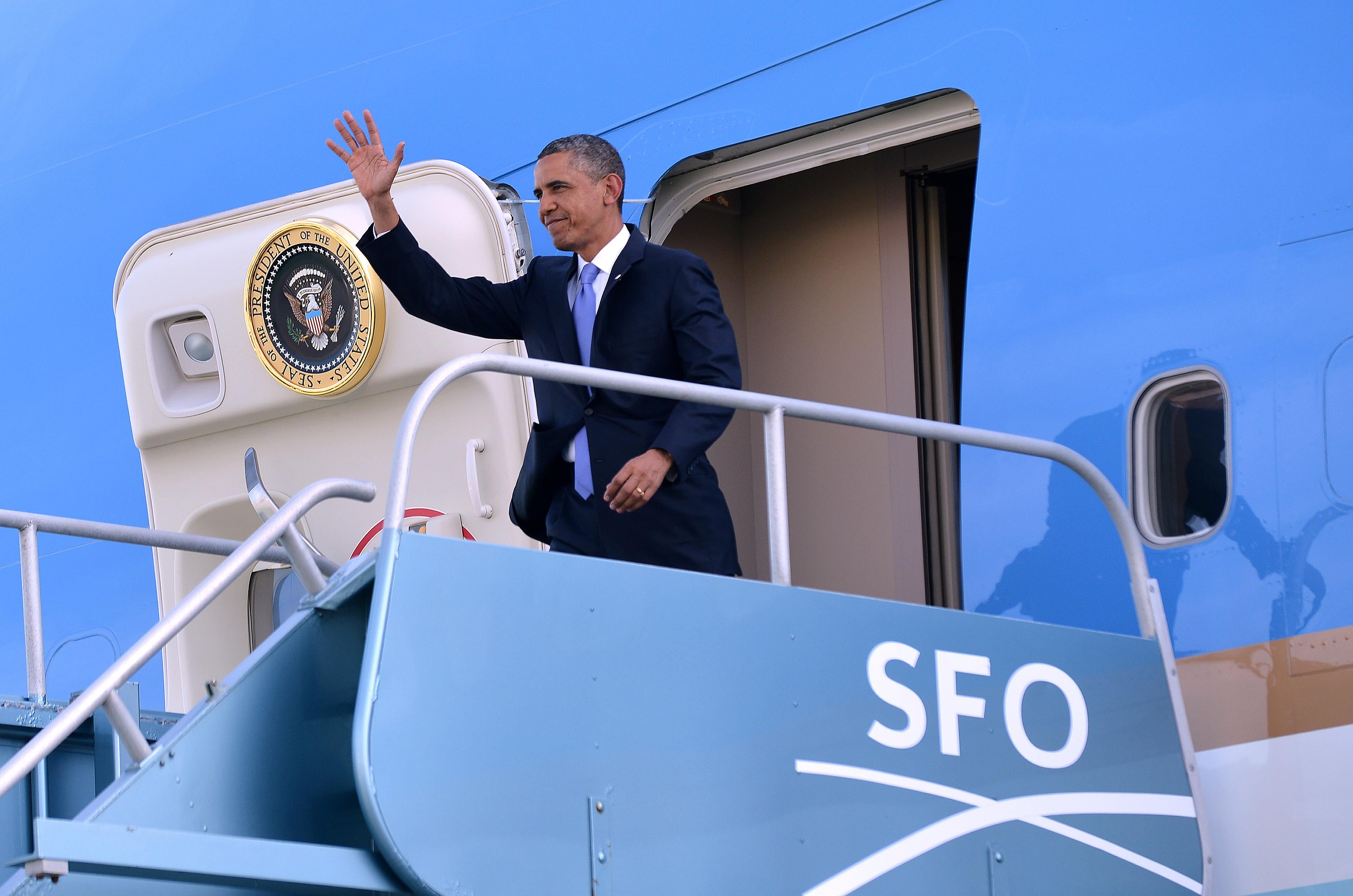 President Barack Obama disembarks from Air Force One at San Francisco International Airport, April 3, 2013.