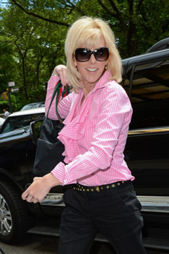 Actress Rielle Hunter enters her Midtown Manhattan hotel on June 26, 2012 in New York City. ,136343093RT075_Celebrity_Si