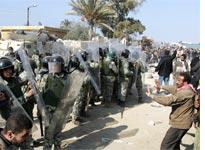 Egyptain riot policemen. Click image to expand.