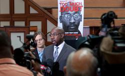 Rev. Raphael Warnock and Amnesty International Campaign Director Laura Moye at a press conference in support of death row inmate Troy Davis. Click image to expand.