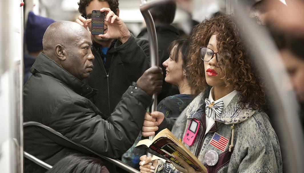 This Guy Took a Photo Every Time He Saw Someone Reading a Book on the Subway