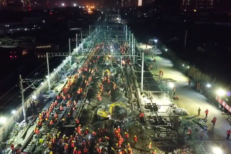 1,500 construction workers raced to replace a stretch of track in Eastern China one night last month.